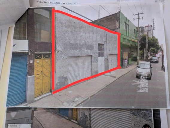 Terreno Rectangular, Con Dos Frentes Y 2 Locales Comerciales