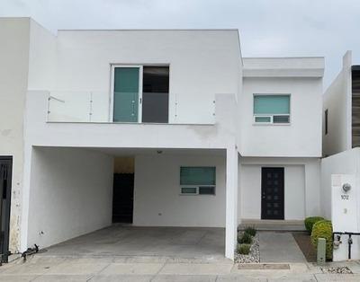 Casa En Renta En Rincón De Las Huertas, Santa Catarina