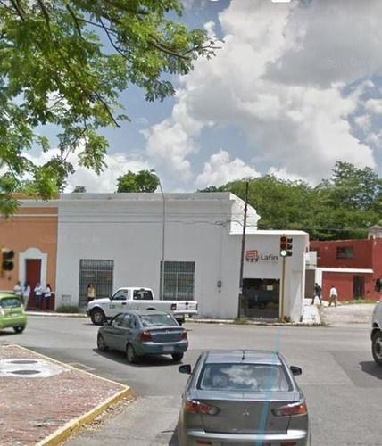 Oficinas En Renta En Esquina En Mérida, Con Estacionamiento Y Bodegas