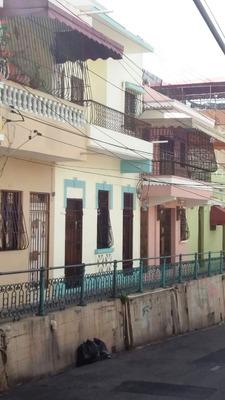 Casa En La Zona Colonial De 8 Habitaciones, Dos Niveles