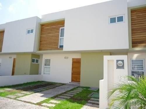 Hermosa Casa Dentro De Condominio Ubicada Frente A Superama Justo En La Entrada
