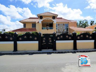 Impresionante Casa En Salida A Santo Domingo.