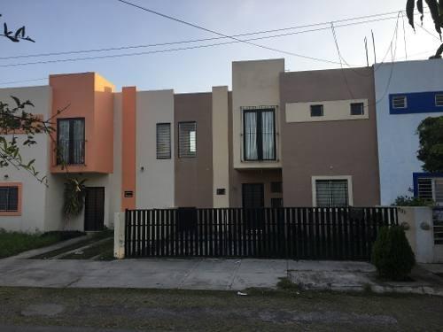 Casa En Venta En Real Bugambilias Fracc. Lomas De Las Flores