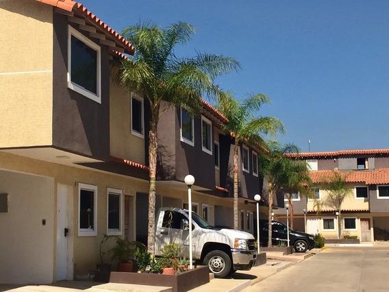 Town House Moderno Con Acabados De Lujo Y Lindas Áreas