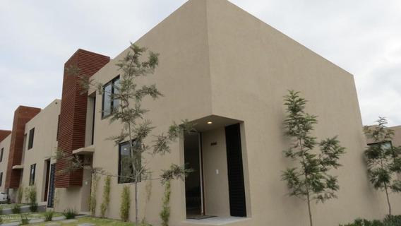 Casa En Venta En Zakia, El Marques, Rah-mx-20-67