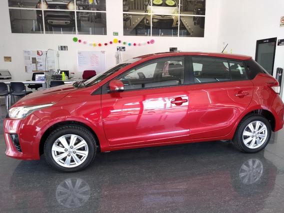 Toyota Yaris Hb S Cvt 2017 Rojo