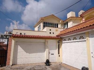 Hermosa Casa De 3 Recámaras, 1 Estacionamiento En Cerrada