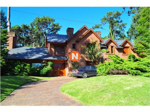 Casa En Venta Y Alquiler, Golf, Punta Del Este, 4 Dormitorios.- Ref: 205929