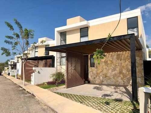 Moderna Residencia En Altamira Cholul, Con 4 Recámaras, Entrega Inmediata.