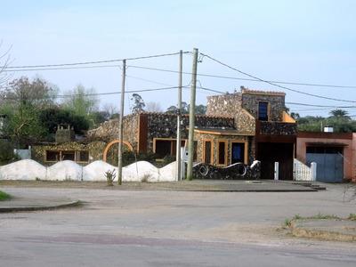 Casa Única En Su Estilo De 9 Ambientes Y 2 Baños