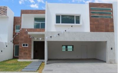Hermosa Residencia Con 392m2 De Terreno Y 419 M2 De Construcción