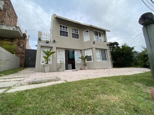 Casa De 4 Dormitorios En Venta. La Barra, Punta Del Este.- Ref: 8839