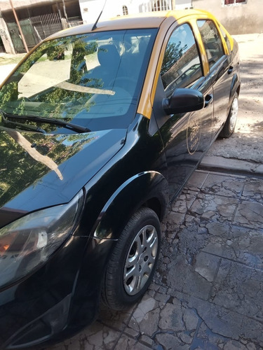 Ford Fiesta Max One Ambiente 1.6 Con Gas Taxi