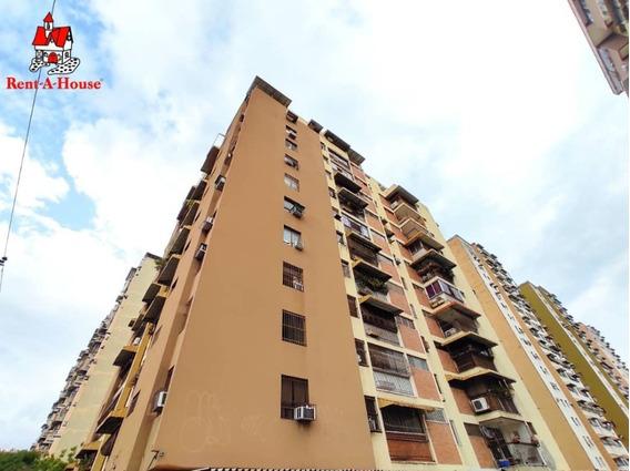 Apartamento En Venta Urb El Centro Maracay Cod.20-18430
