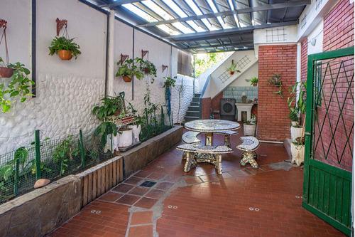 Casa  En Venta  Barrio Arroyito 3 Habitaciones.