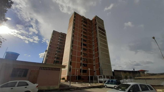 Apartamento En Venta Cabudare Monica Derteano