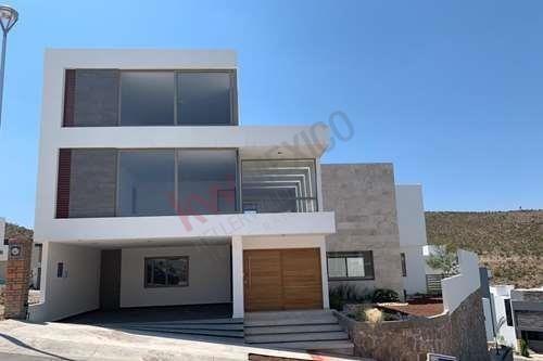 Casa En Venta Club De Golf La Loma , San Luis Potosí, $8,950,000.00 Incluye Acción