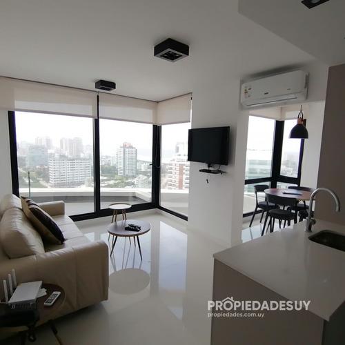 Apartamento En Venta, Piso Alto Con Vista Al Mar - Ref: 740