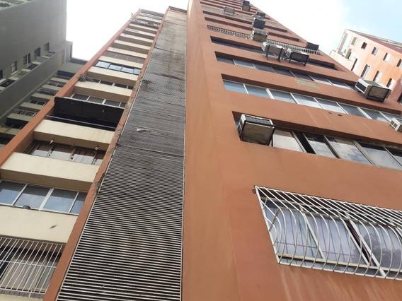 Amplio Apartamento En Edificio Polux