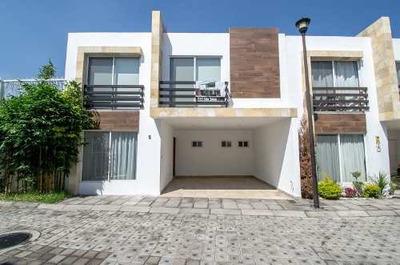 Casa En Venta Atrás De Plaza Real Cruz Del Sur*