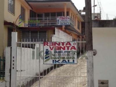 Casas Solas En Venta Tuxpan Veracruz Ubicada En La Cerrada De Framboyanes De La Colonia Centro. Por La Calle Hernandez Y Hernadez, Cuenta Con Dos Pisos, 4 Recámaras Más Un Cuarto De Planchado, 2 Baño