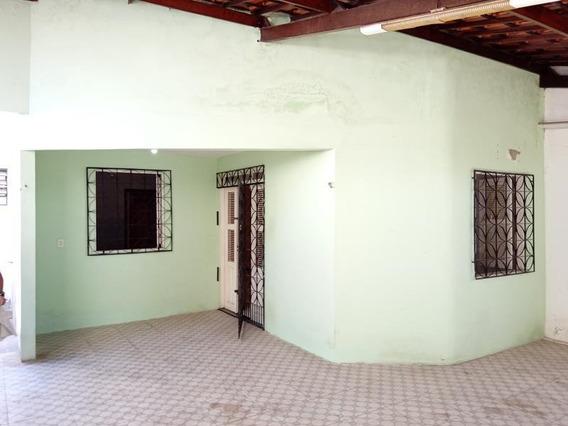 Casa Com 3 Quartos, A Poucos Metros Da Av. Dr. Silas Munguba