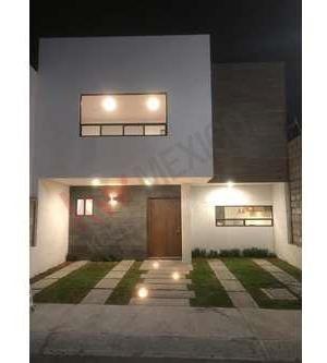 Venta Casa En San Isidro Juriquilla Excelentes Acabados Y Roof Garden.