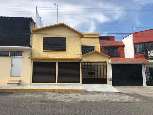Hermosa Casa En Zona Centrica, Sobre Avenida Principal