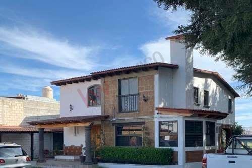 Excelente Casa En Venta; Amueblada Y Ambientada Para Oficinas En San Gaspar Tlahuelilpan, Metepec Estado De México