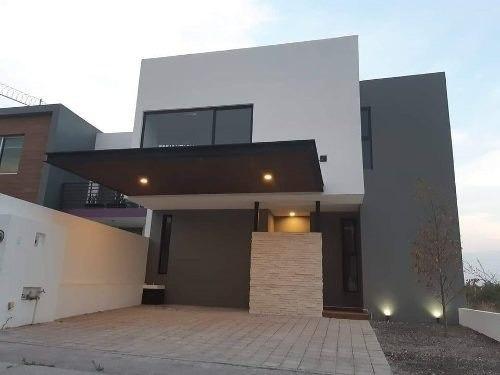 Se Vende Hermosa Residencia En El Refugio, 4ta Recamara En Pb, Jardín...