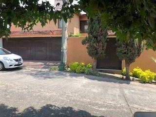 Casa En Calle Cerrada Con Acceso Controlado