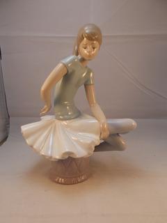 Antique, Fina Figura De Bailarina,porcelana Lladró