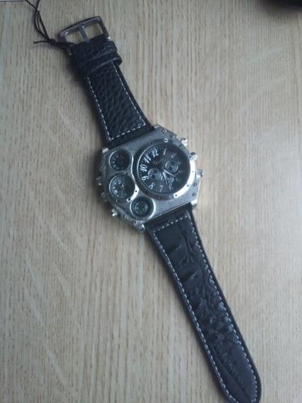 Relógio De Pulso Masculino Oulm Com 4 Mostradores Mod 1349