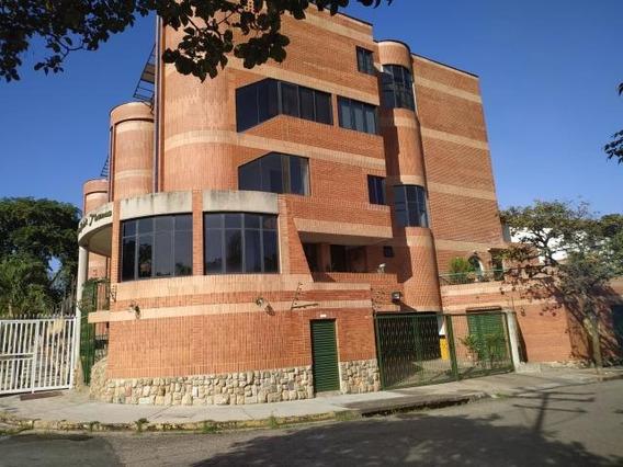 Townhouse En Venta El Bosque Om 20-4357