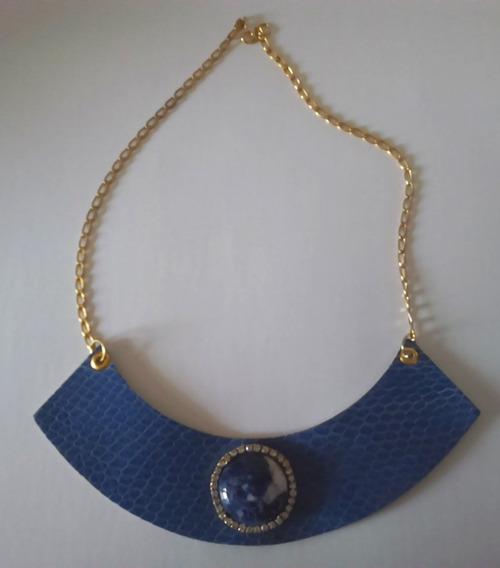 Colar Pedra Azul E Detalhe Em Couro E Strass