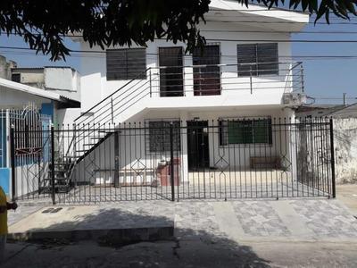 Casa De 2 Pisos Y 2 Apartamentos