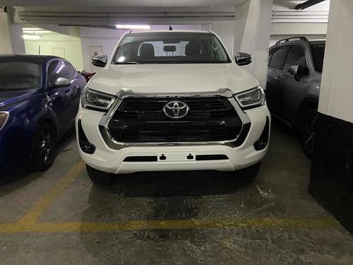 Imagen 1 de 9 de Toyota Hilux 2.8 Cd Srv 177cv 4x4 At