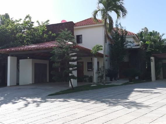 Hermosa Villa En Metro Country Club