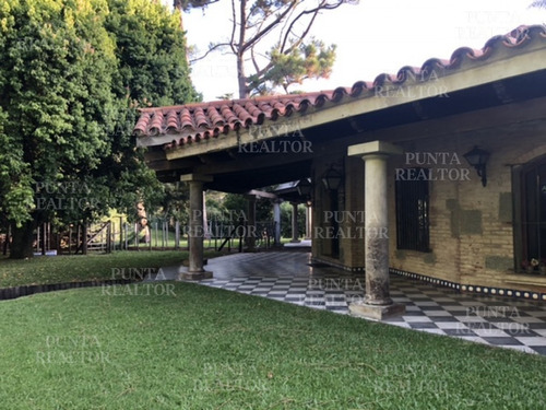 Mansa, Paradas, 4 Dormitorios Y Servicio Completo, Barbacoa Cerrada Independiente, Para 10.- Ref: 364