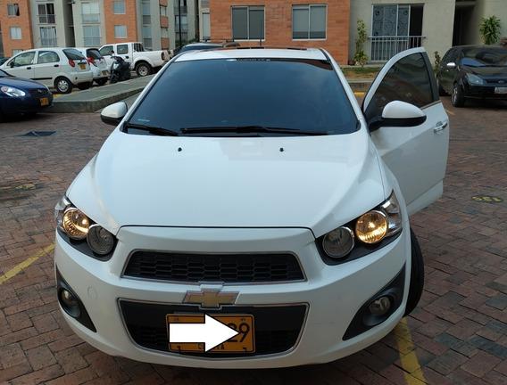 Chevrolet Sonic Blanco De Lujo. Sedàn