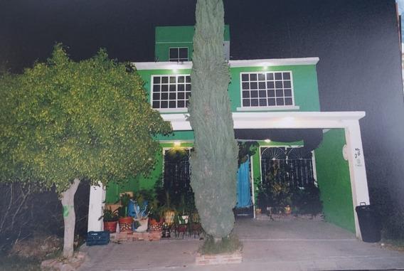 Casa En Venta En Boulevares Del Cimatario, Oportunidad.