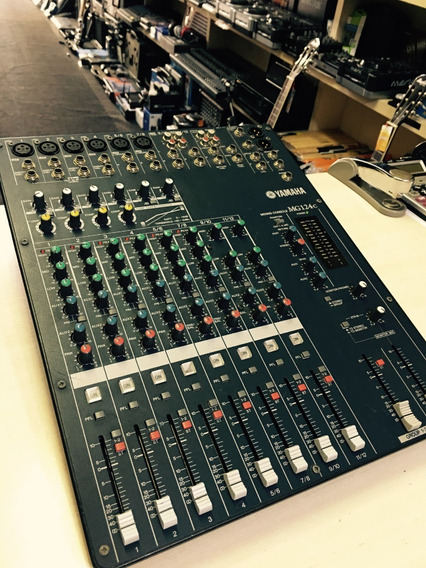 Mesa De Som Yamaha Mg124c 12 Canais - Loja Jarbas Instrum.