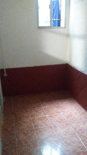 Pocitos. Apartamento De Dos Dormitorios, 17500$, Bajos G/c