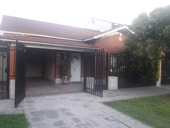 Venta De Casa En Lomas Del Mirador. Excelente Estado !