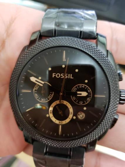 Relógio De Luxo Preto Com Fundo Marrom Claro