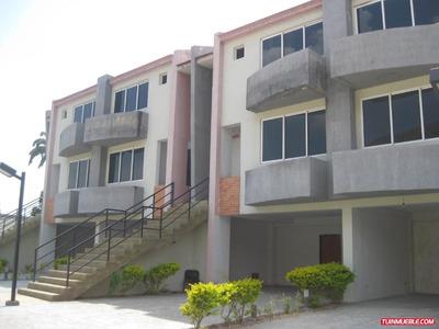 Rgasesorinmobiliario Vende Townhouse Via El Castano