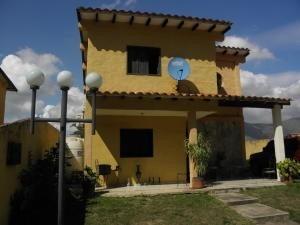 Casas En Venta La Esmeralda San Diego Carabobo 20-5405 Rahv