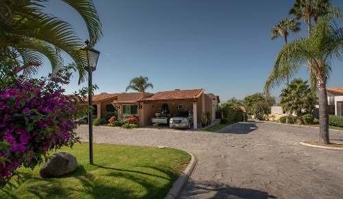 Hermosa Casa En Condominio Privado Puerta Arroyo, Construida Sobre Terreno En Esquina Con Mucha Priv