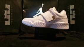 Tenis Jordan J23 Blanca/dorada Basquetbol