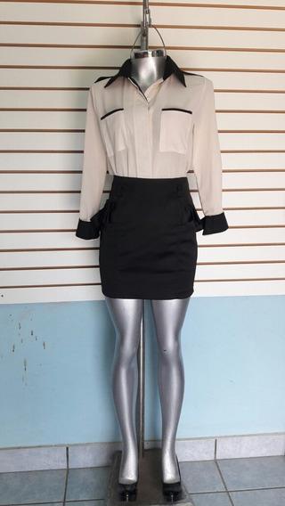 Falda Negra Con Volantes A Los Lados.